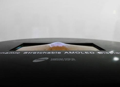 Samsung presenta il display OLED elastico: può essere deformato senza problemi