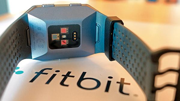 Fitbit Ionic - Sensore battito cardiaco e rilevazione saturazione ossigeno