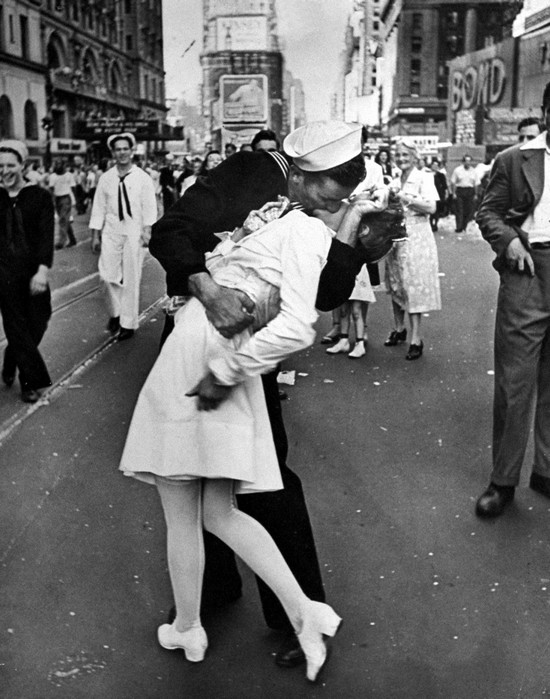 Kissing Sailor George Mendonsa