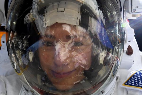 nikon d5 space selfie